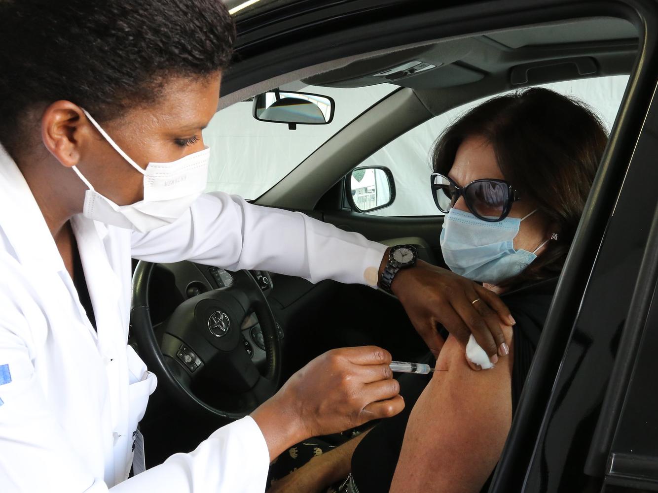 Perto de concluir vacinação de idosos, Brasil quer imunizar pacientes crônicos