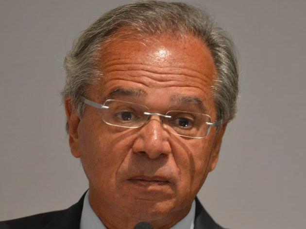 Paulo Guedes chegou a dizer que pasta trabalha para pagar valores, mas não deu prazo