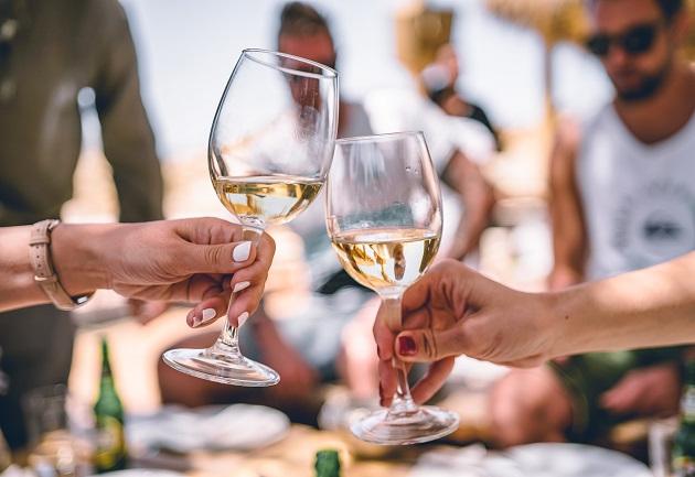 Vinho branco salgado existe e acompanha bem um churrasco