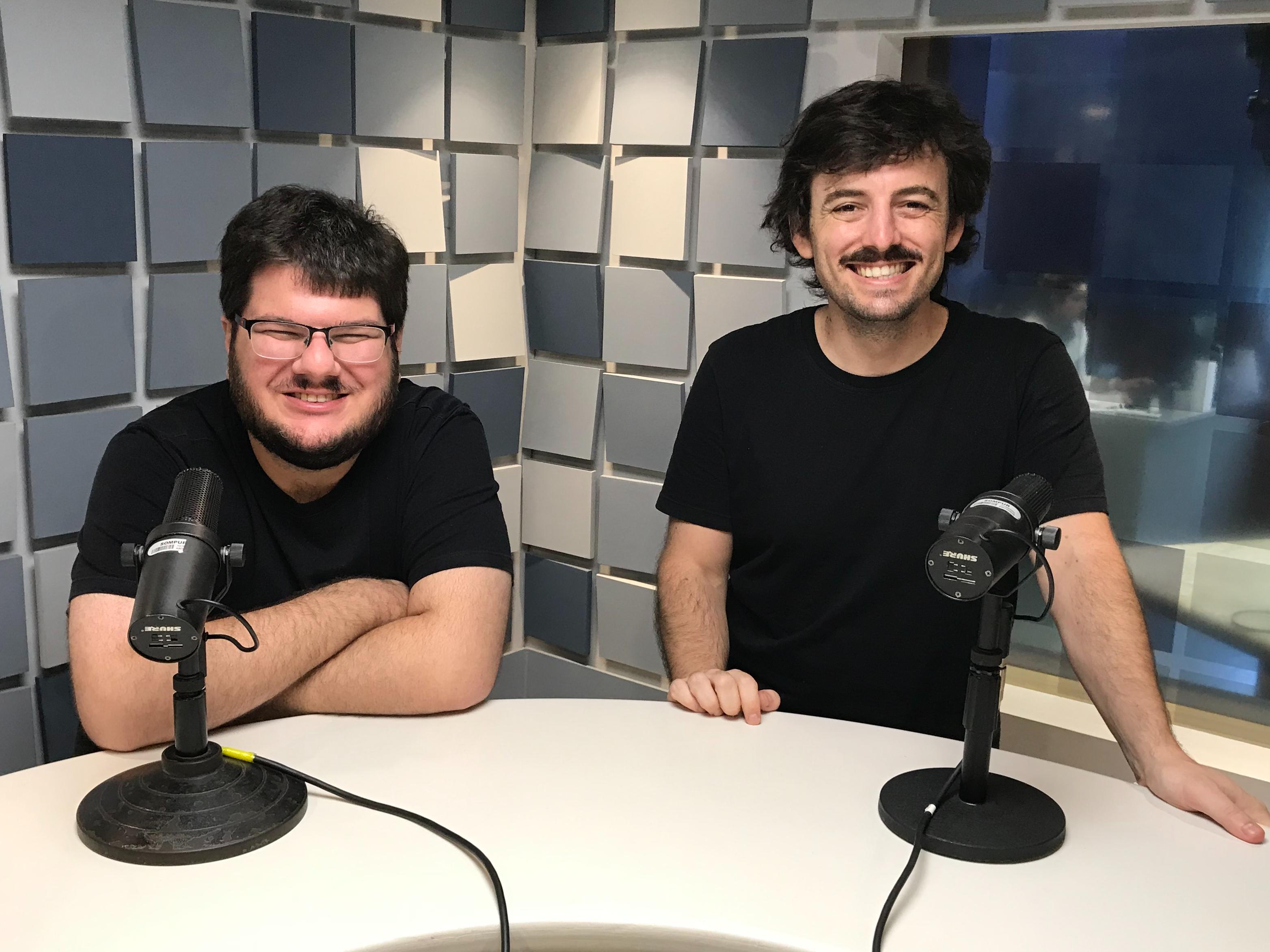 Conheça o podcast que mostra bastidores do teatro brasileiro e seus fracassos com pitada de ficção