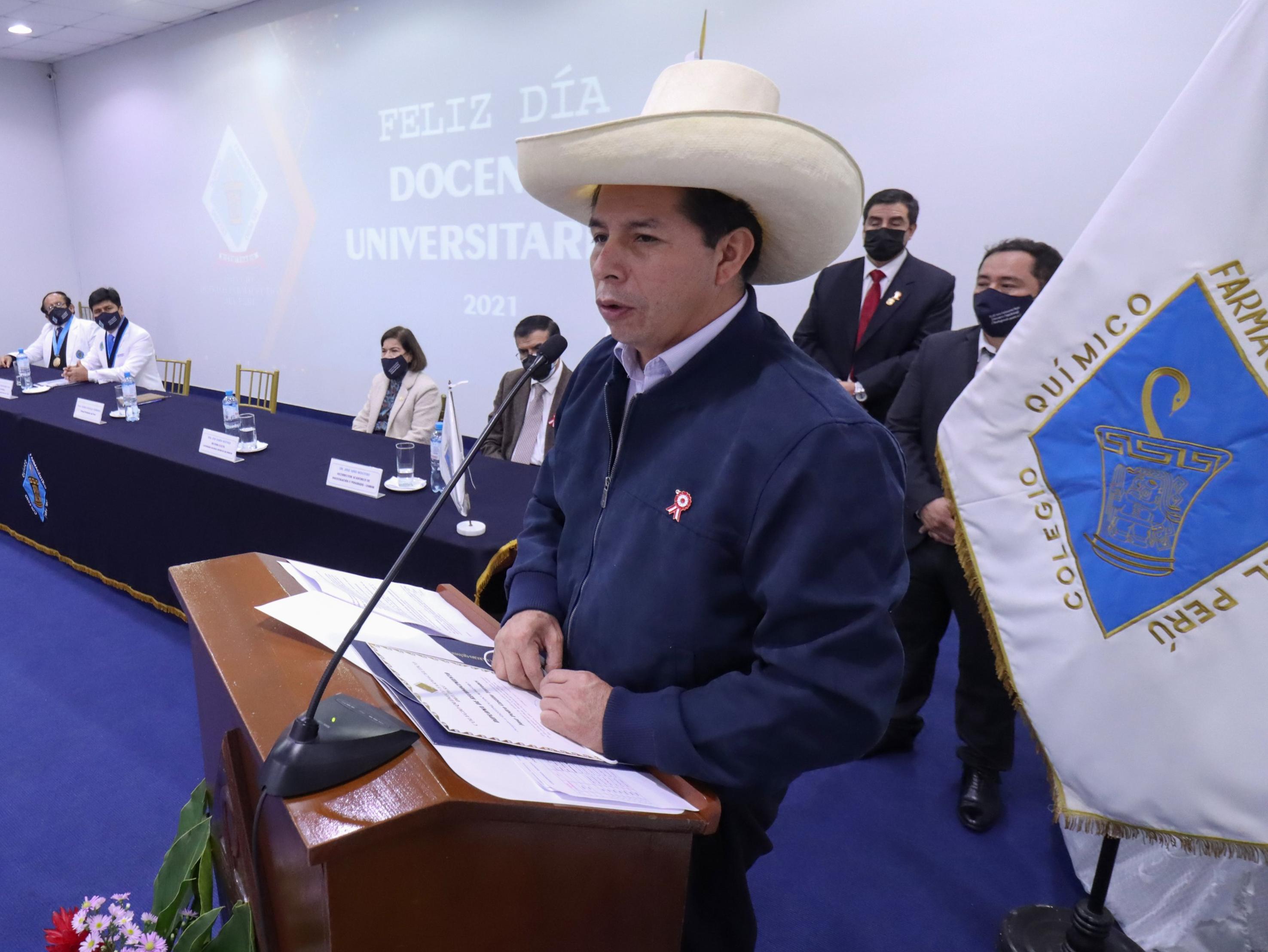 Pedro Castillo assume a presidência nos próximos dias após mais de um mês de incerteza com relação ao resultado da eleição.