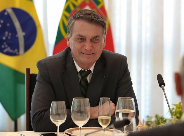 """""""Quem quer eleição suja é o ministro Barroso"""", rebate Bolsonaro"""