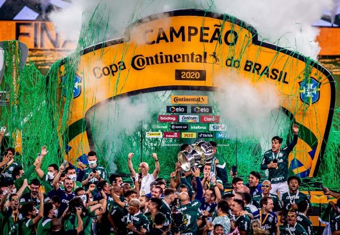 """Palmeiras vence Grêmio, conquista tetra da Copa do Brasil e fecha """"tríplice coroa"""""""