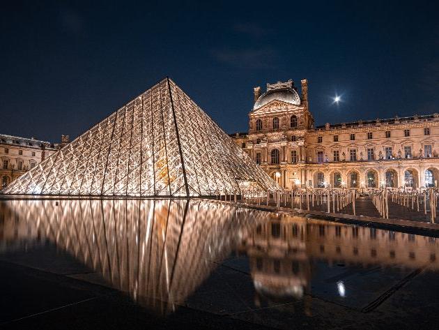 Artista brasileira de 4 anos vai expor obras no Museu do Louvre, em Paris