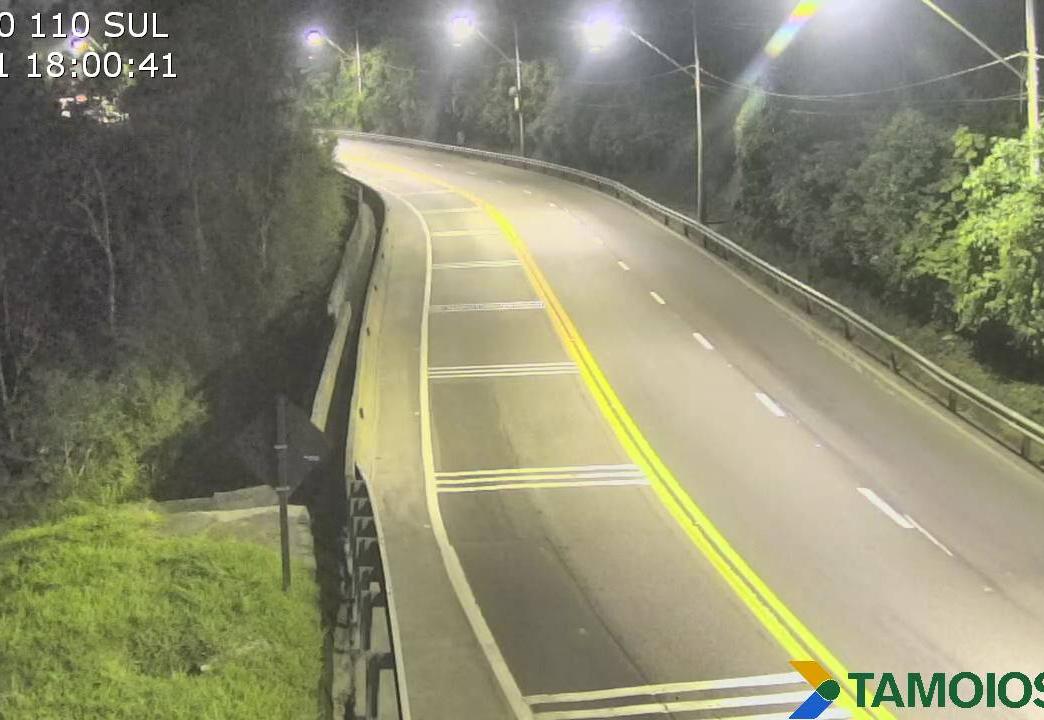 Trânsito nas rodovias que cortam o Vale do Paraíba