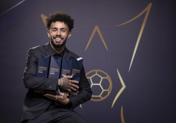 Claudinho leva quatro troféus e domina prêmio de melhores do Brasileirão