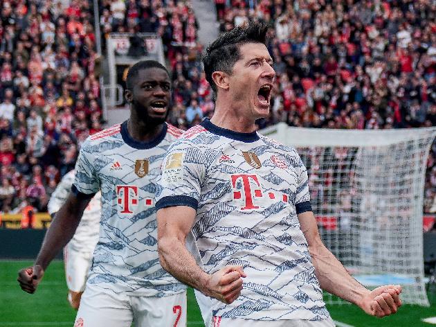 Arrasador! Bayern goleia Bayer Leverkusen e retoma liderança do Alemão; assista aos gols