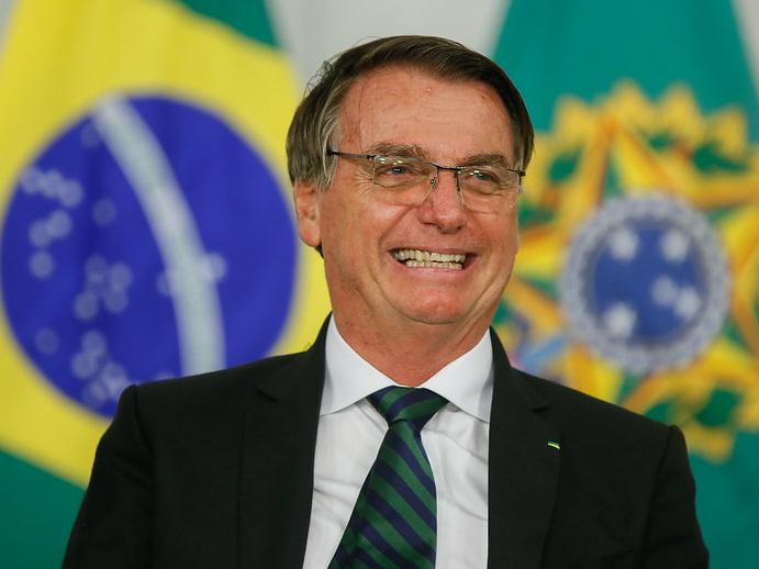 Bolsonaro sanciona lei que abre caminho para aprovar Orçamento de 2021