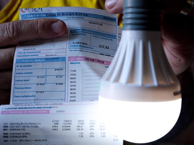 Conta de luz para famílias de baixa renda segue com bandeira vermelha 2 em outubro