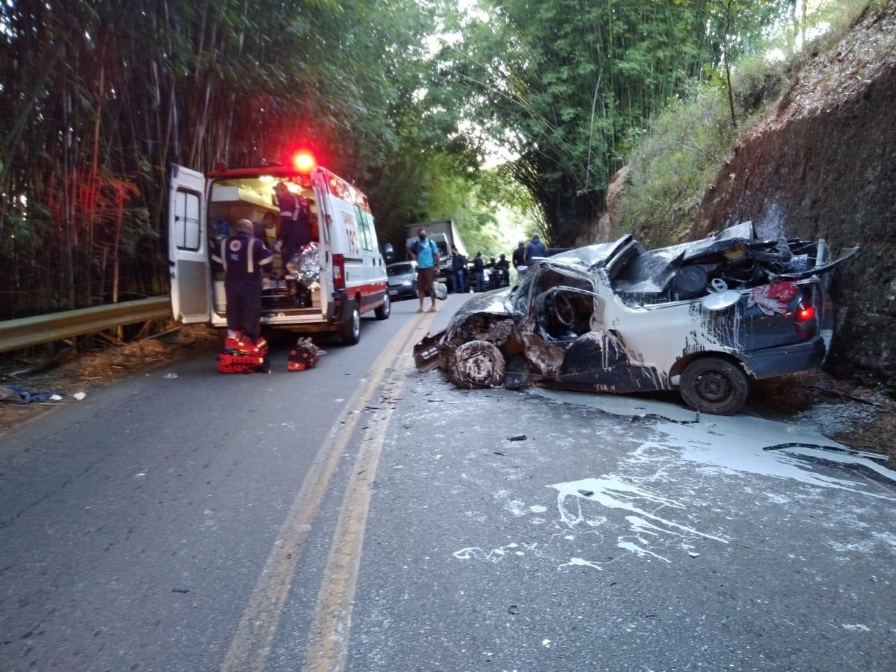 Colisão deixa duas pessoas gravemente feridas na SP-50 em São José dos Campos