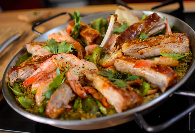 Paella de porco com camarão do Jacquin