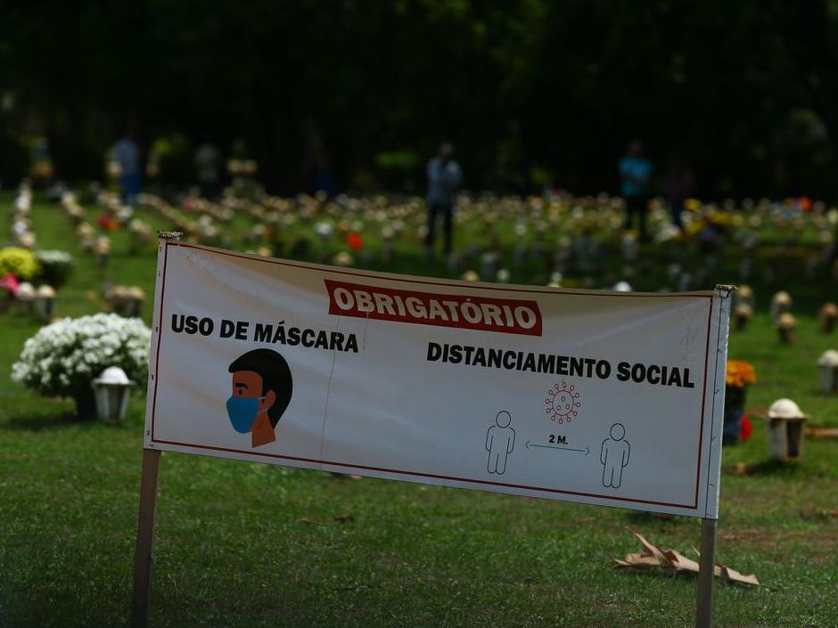 Projeção aponta Brasil com 562 mil mortes por covid-19 até julho