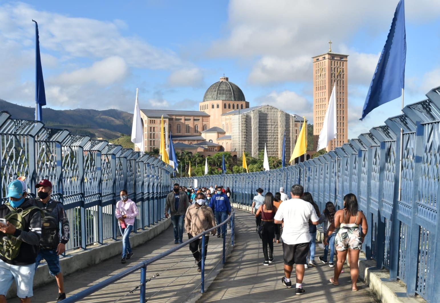Novena e Festa da Padroeira atraem 270 mil devotos ao Santuário Nacional de Aparecida