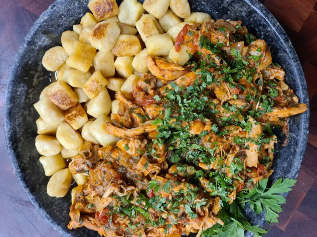 Nhoque de polenta com ragu de frango | Band Receitas