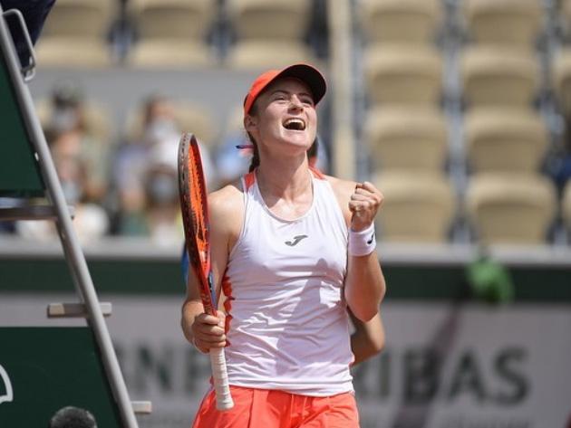 Zidansek vence Badosa e garante vaga inédita na semifinal de Roland Garros