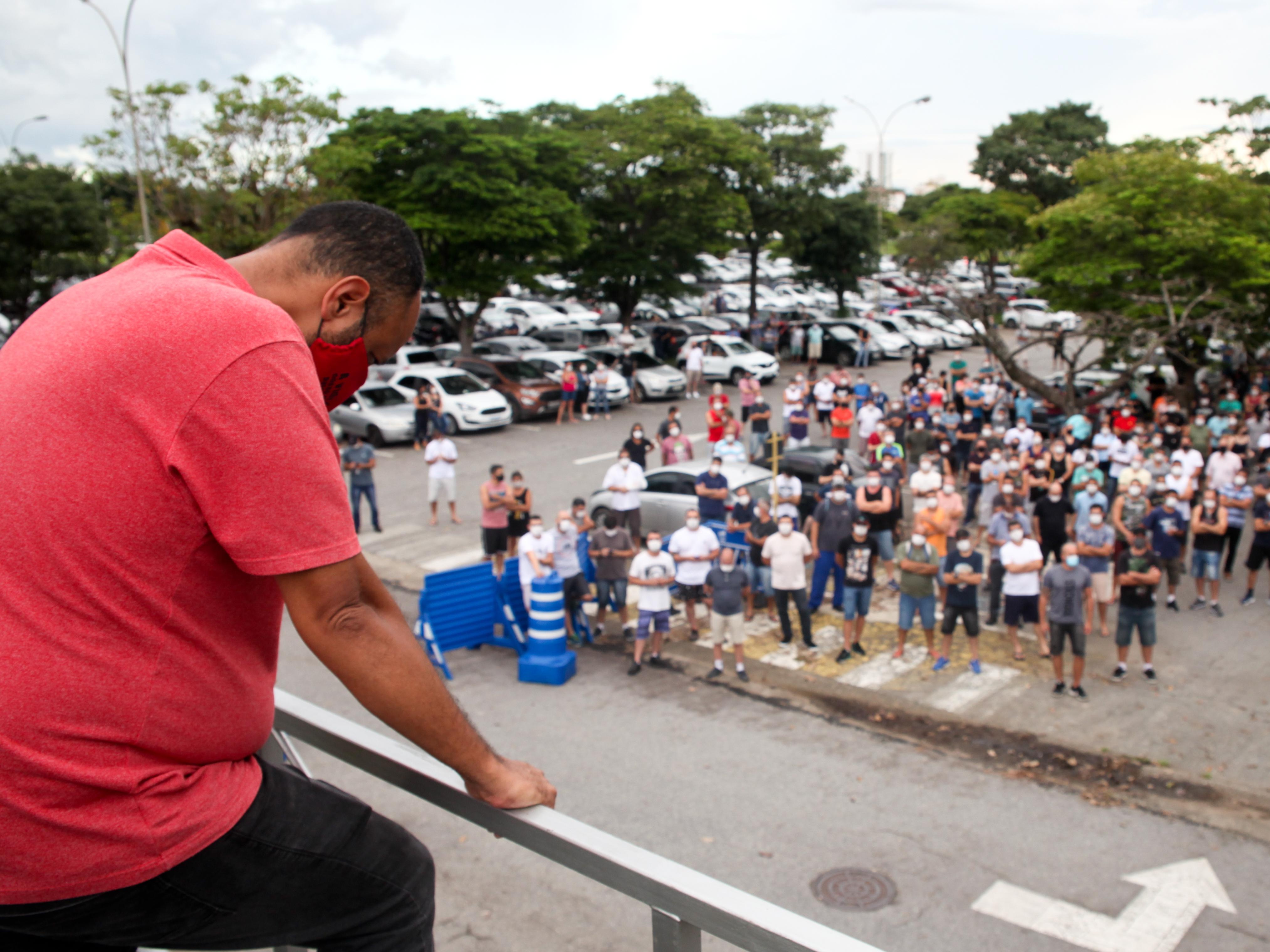 Funcionários da Ford protestam contra fechamento de fábricas no Brasil
