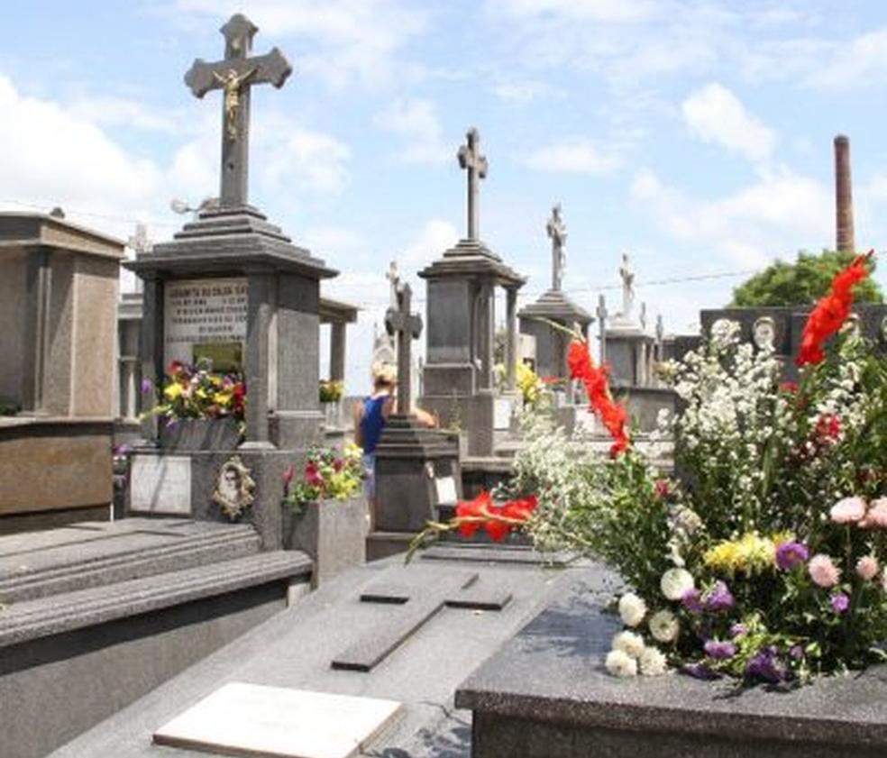 Aumento de 42% nos enterros deixa funerária municipal de Taubaté sem urnas para sepultamento