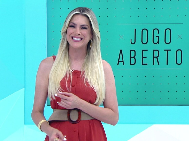 Renata de sereia? Apresentadora faz promessa caso Santos ganhe Libertadores