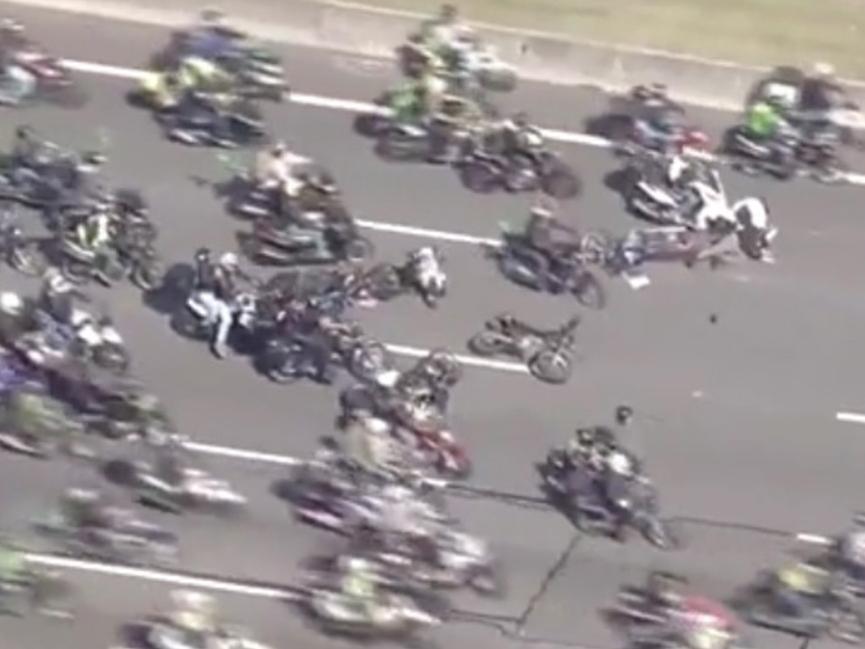 Motociclista cai e provoca acidente durante evento com Bolsonaro em SP