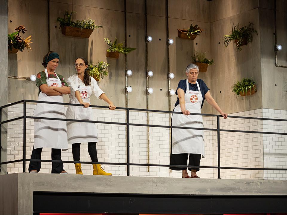 Fernanda, Laura e Anna Paula observaram atentamente os concorrentes