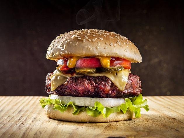 Hambúrguer foi inventado nos EUA? Conheça a história