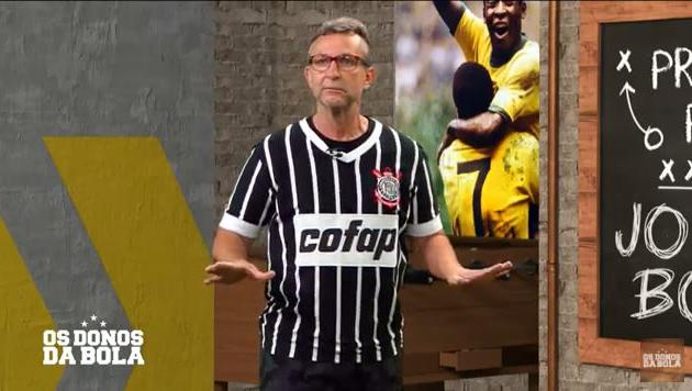 Neto homenageia Sócrates e apresenta programa com a camisa do Corinthians