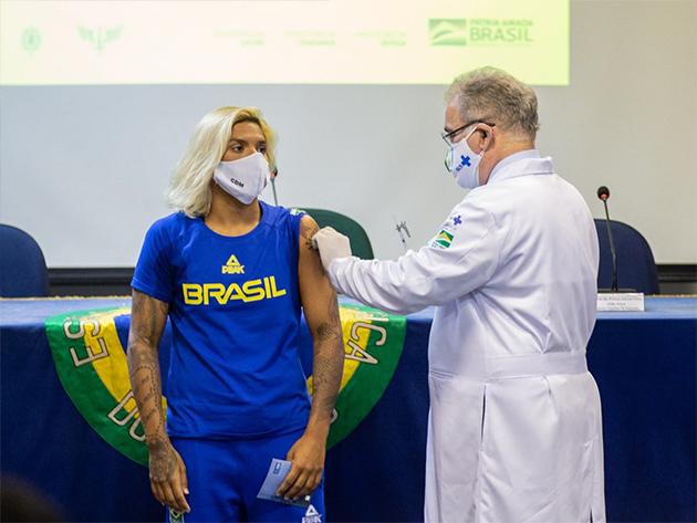 Ana Marcela Cunha é a primeira atleta do Brasil vacinada para os Jogos de Tóquio