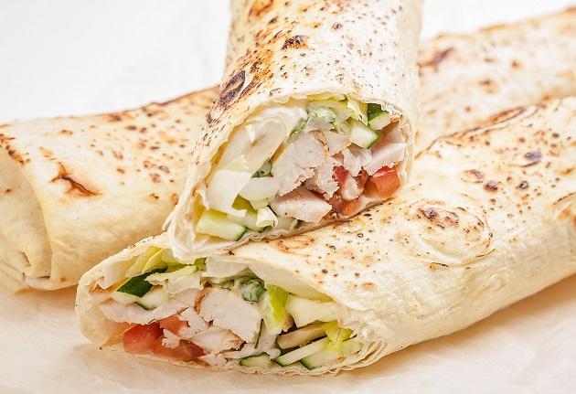 Shawarma de frango: saiba fazer o famoso sanduíche árabe