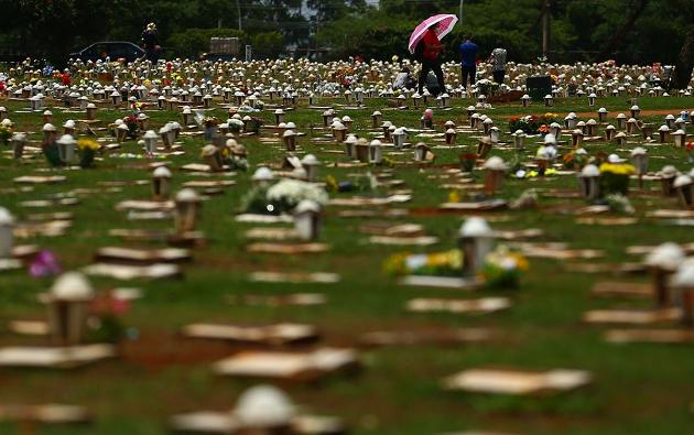 Reinaldo Azevedo: Covid mata por dia o triplo de 5 tragédias somadas