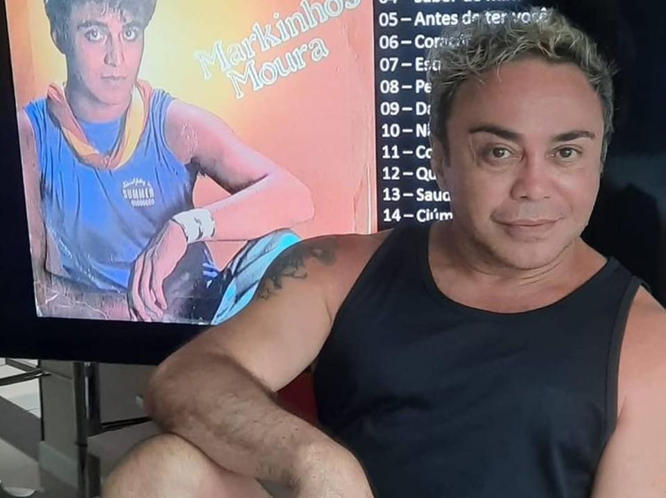 Cantor Markinhos Moura passsa por dificuldades e vive de ajuda de amigos