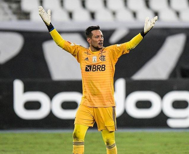 Diego Alves brilha, Flamengo bate o Palmeiras nos pênaltis e é bicampeão da Supercopa