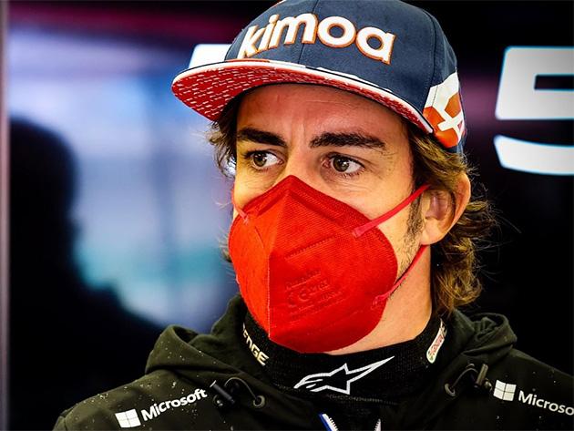 """Alonso: """"Em uma Red Bull ou Mercedes, confiaria em mim para lutar pelo título"""""""