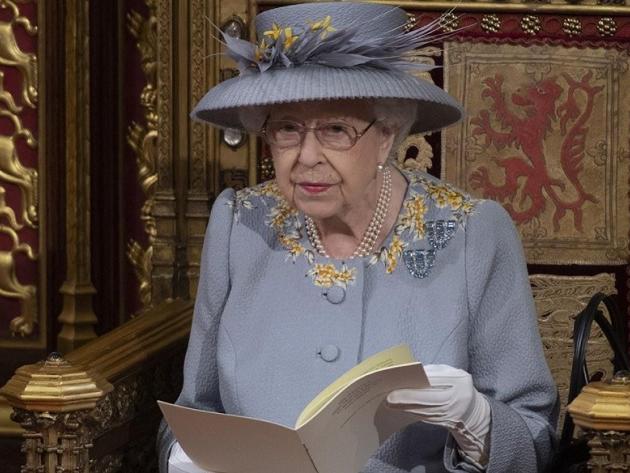 Rainha Elizabeth II participa de primeiro grande evento desde a morte de Philip