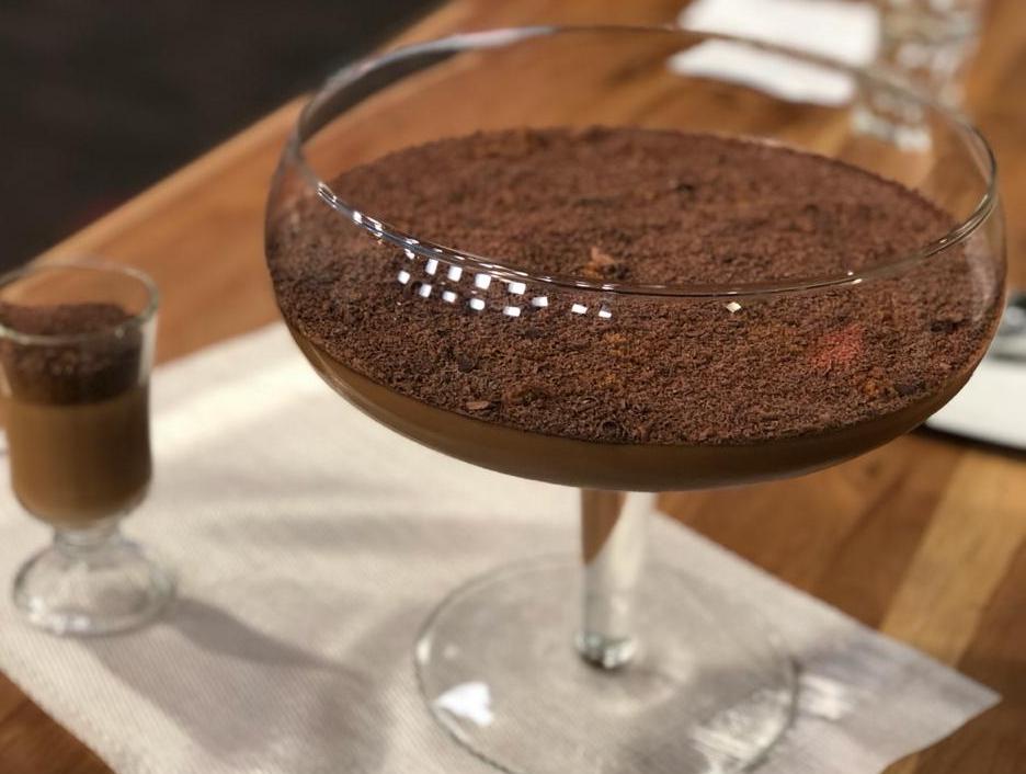 Alfajor cremoso com chocolate e farofa de canela | Band Receitas