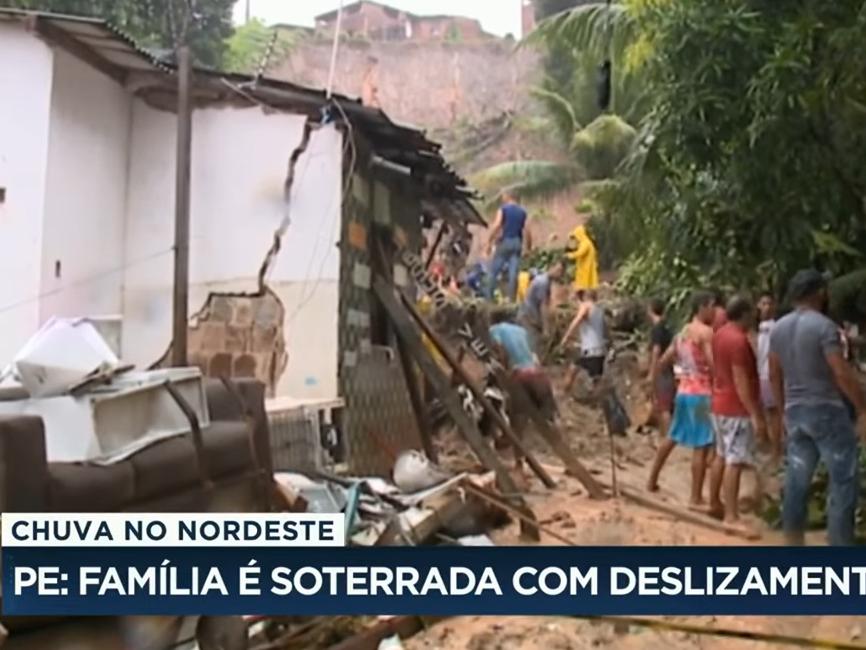 Chuva forte provoca deslizamento e soterra família em Pernambuco