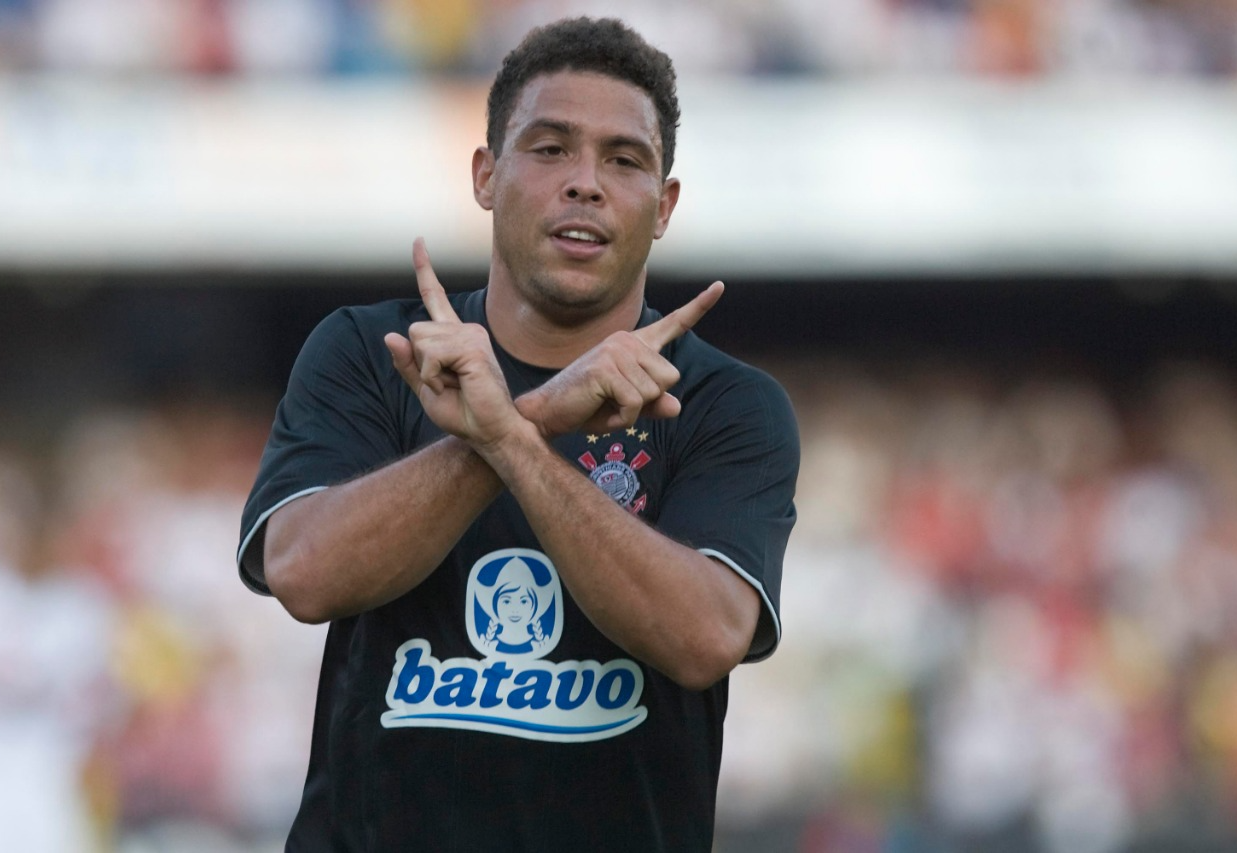 """""""Fui um otário em criticar o Ronaldo Fenômeno em alguns momentos"""", diz Neto"""