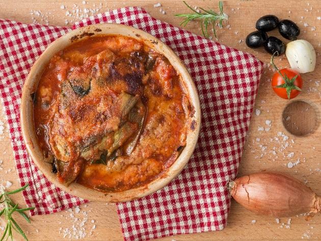 Pratos tradicionais na Itália são o bife à milanesa e a berinjela à parmegiana