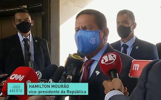 Mourão cita ditadura e ironiza Tite: 'Não quer? Cuiabá está precisando de técnico'