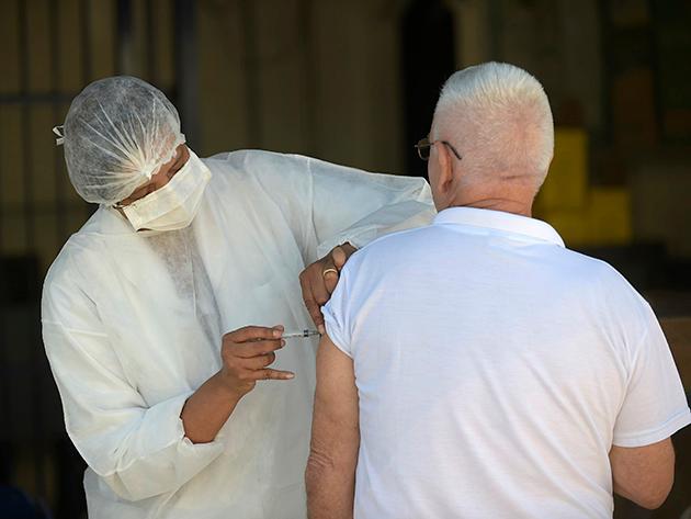 Ministério Público investiga 470 denúncias de irregularidades na vacinação contra Covid em SP