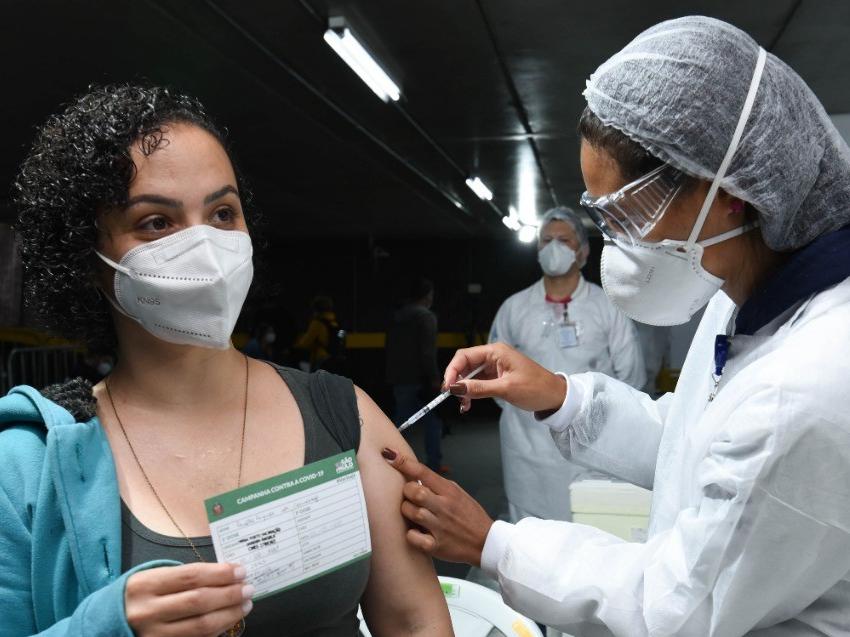 SP: capital começa a vacinar contra a Covid-19 grupo com 29 anos