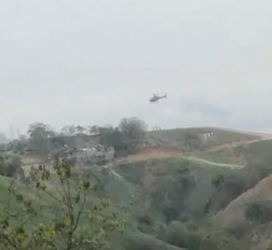 Novo registro mostra o momento em que criminosos saltam de helicóptero sequestrado