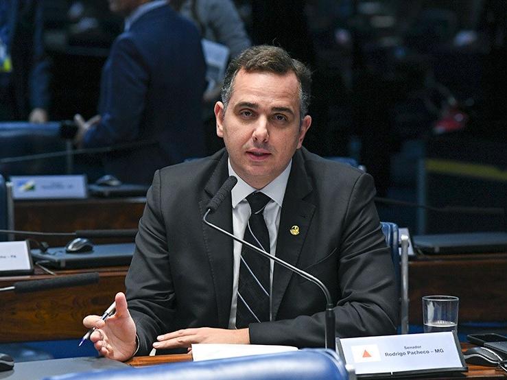 """Presidente do Senado diz que Daniel Silveira """"extrapolou limites"""", mas questiona prisão"""