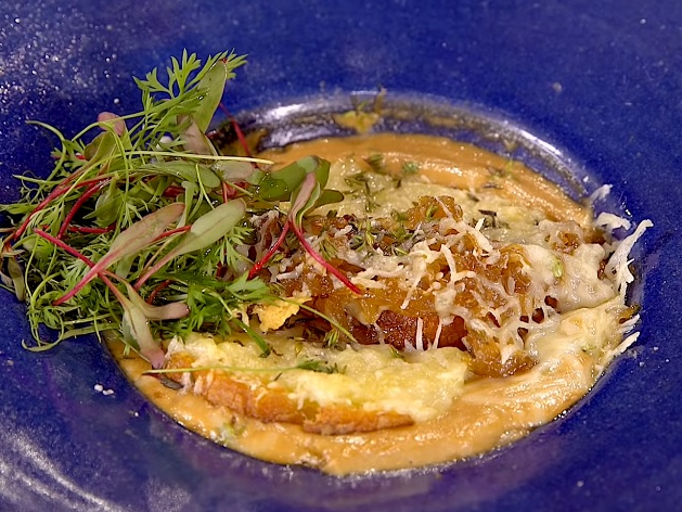 Sopa de cebola: aprenda a receita perfeita para dias frios