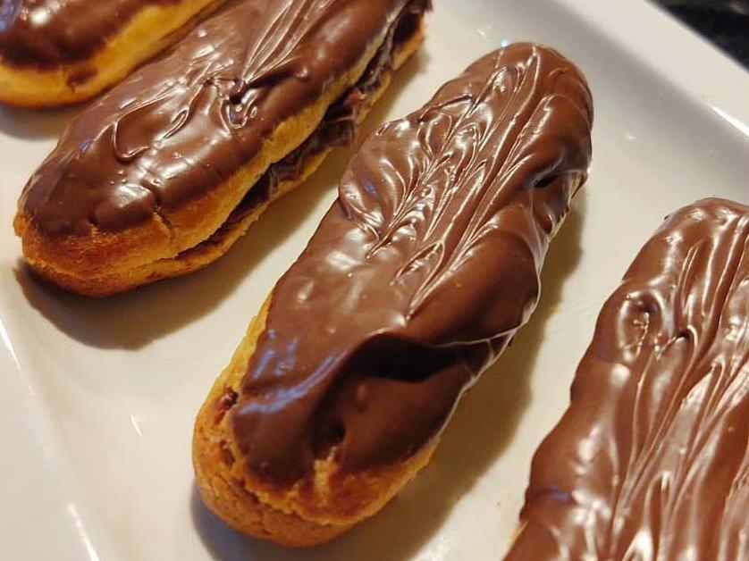 Bomba de chocolate: saiba como fazer a receita igual a de padaria