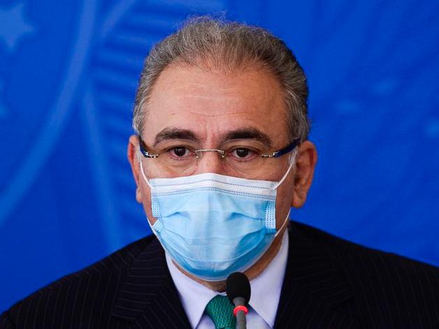 Eduardo Oinegue: Ao acatar comando do chefe e parar de vacinar os jovens, Queiroga virou um ministrinho