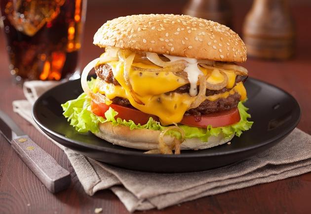 3 receitas de hambúrguer com cebola caramelizada para fazer em casa