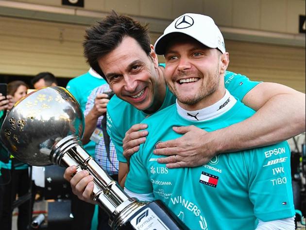 """F1: Wolff descarta """"dança das cadeiras"""" entre Bottas e Russell"""