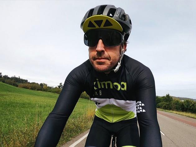 Alonso recebe alta hospitalar após acidente de bicicleta