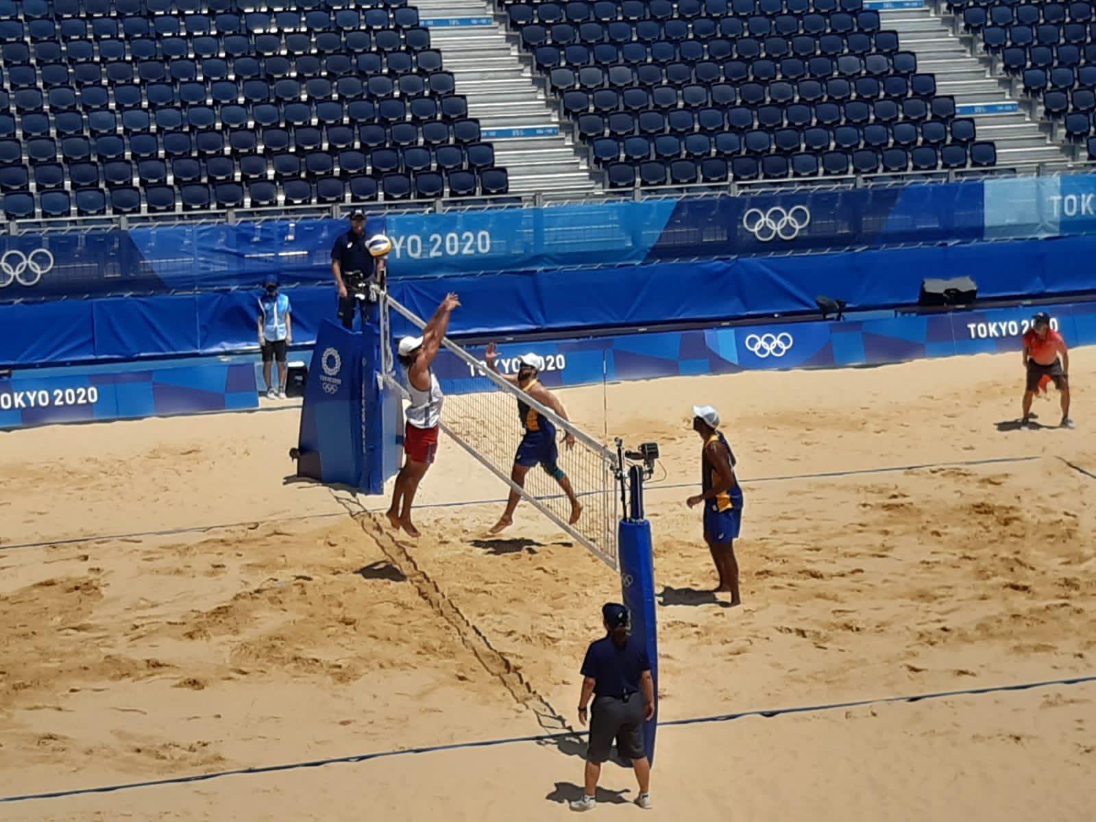Com susto no segundo set, Bruno e Evandro estreiam com vitória nos Jogos