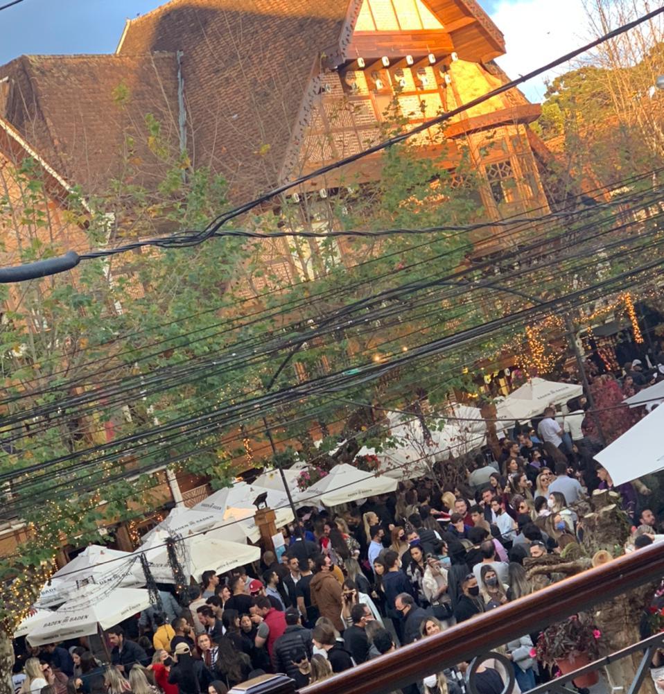 Feriado começa com aglomeração no Capivari, em Campos do Jordão